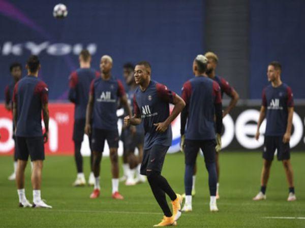 Bóng đá quốc tế 17/11: Mbappe quay lại tập luyện cùng Pháp