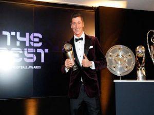 Bóng đá quốc tế 25/12: Lewandowski qua mặt Messi và Ronaldo