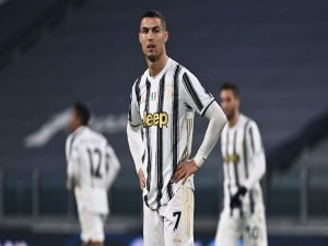 Tin bóng đá quốc tế 29/12: Ronaldo thích thú mỗi khi bị la ó