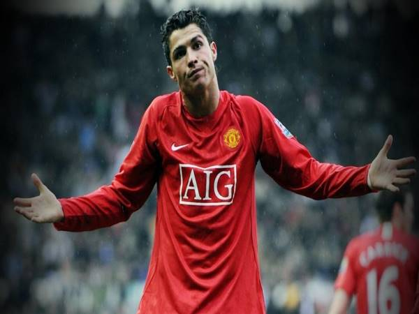 Tin bóng đá 31/8: Juventus nhận tiền CN Ronaldo trong 5 năm